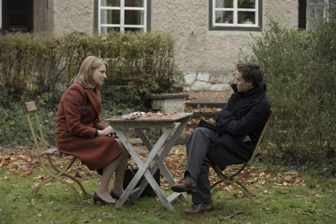 Corinna Harfouch (Lara) en Tom Schilling (Victor)