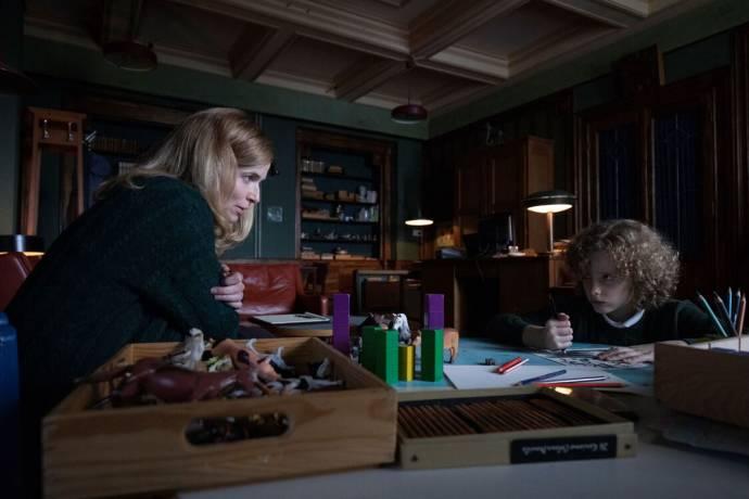 Thekla Reuten (Marianne Winter) en Elijah Wolf (Manny)
