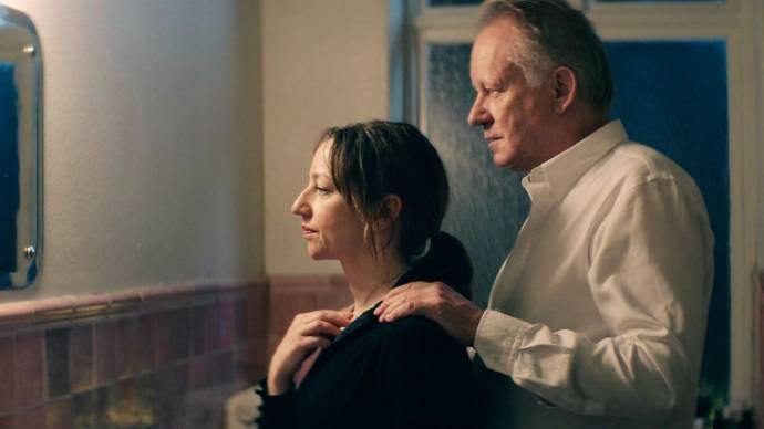 Andrea Bræin Hovig (Anja) en Stellan Skarsgård (Tomas)