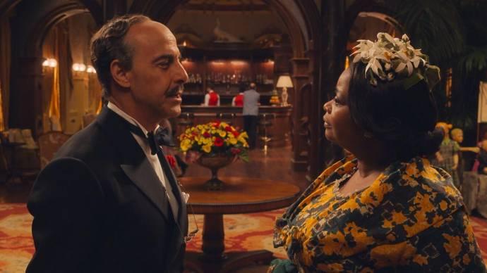 Stanley Tucci (Mr Stringer) en Octavia Spencer (Grandma)