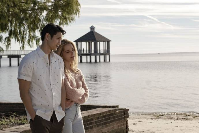 Harry Shum Jr. en Jessica Rothe