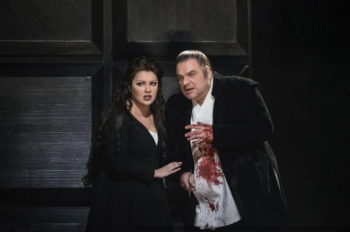 Anna Netrebko (Lady Macbeth) en Željko Luèiæ