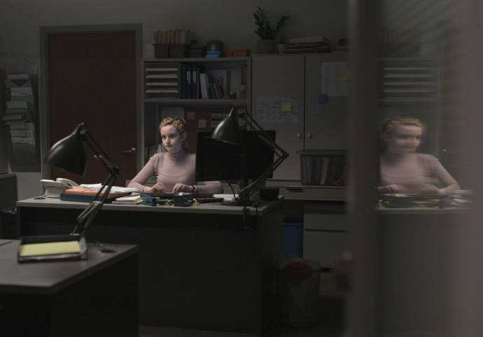 Julia Garner (Jane)