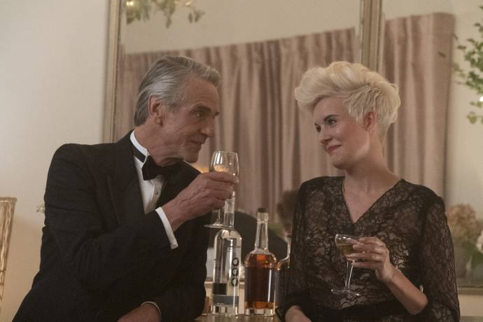 Jeremy Irons en Maggie Grace in Love, Weddings & Other Disasters