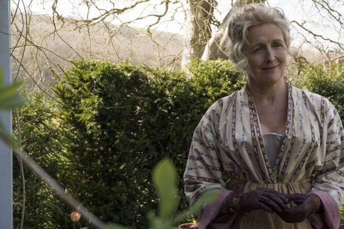 Fiona Shaw (Elizabeth Philpot)