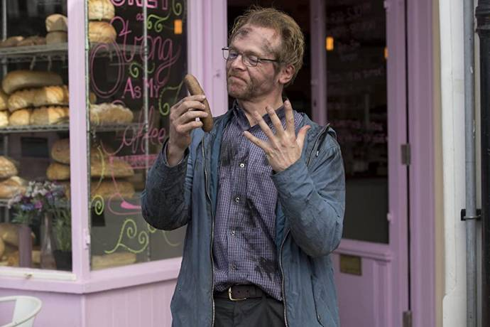 Simon Pegg (Neil)