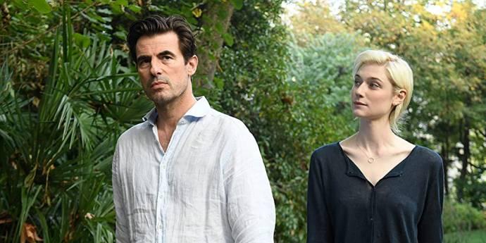Claes Bang (James Figueras) en Elizabeth Debicki (Berenice Hollis)