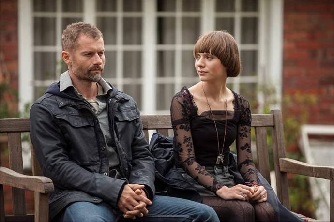 James Badge Dale (James Lasombra) en Sasha Frolova (Amanda Quail)