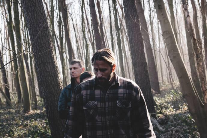 Joel Kinnaman en Matthias Schoenaerts (Peter Flood)