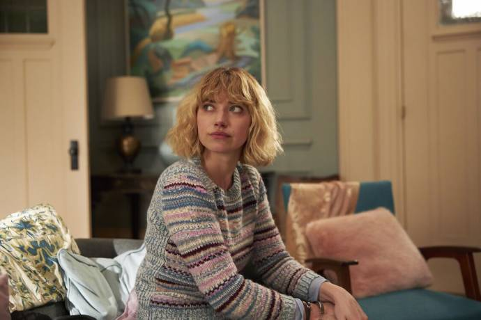 Imogen Poots (Laura) in The Father