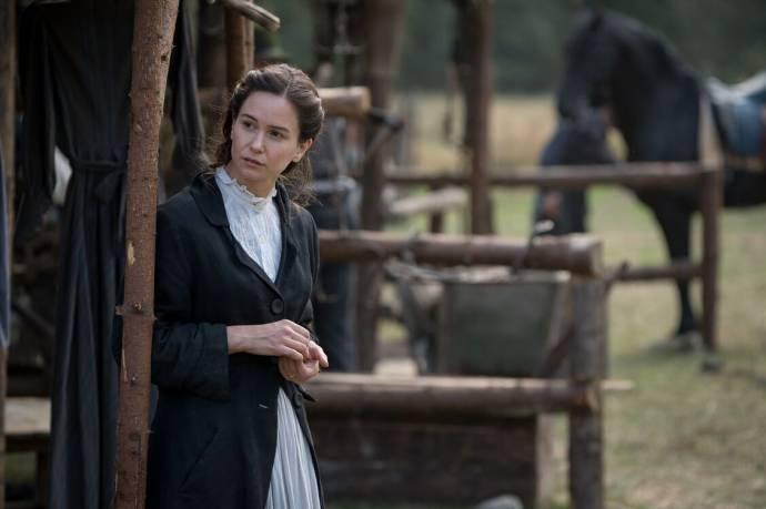 Katherine Waterston (Abigail)