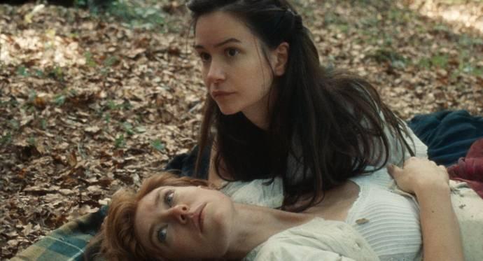 Vanessa Kirby (Tallie) en Katherine Waterston (Abigail)