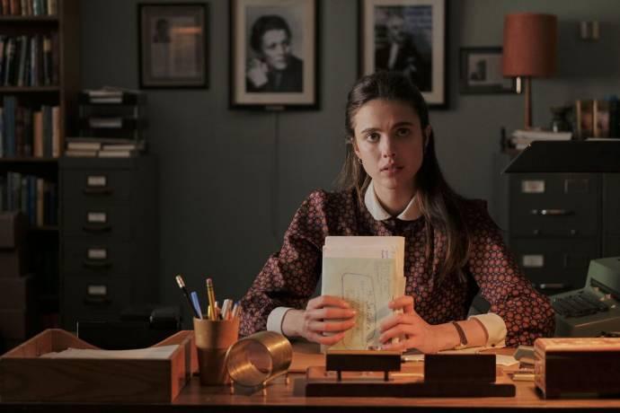 Margaret Qualley (Joanna)