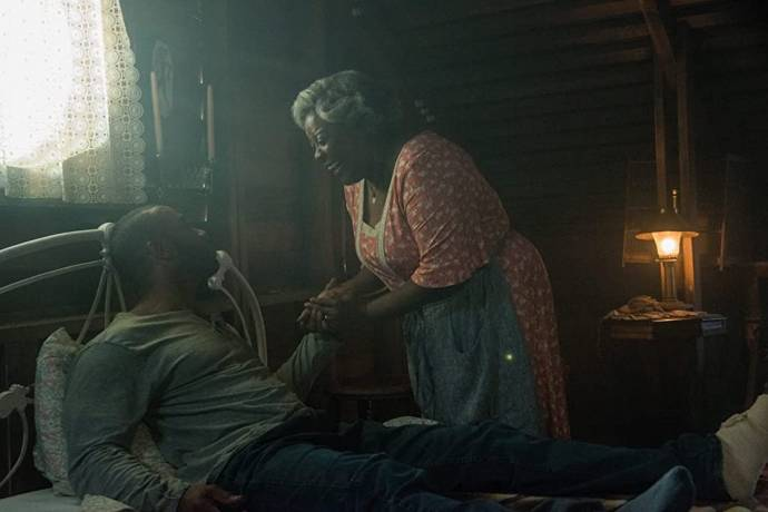Omari Hardwick (Marquis T. Woods) en Loretta Devine (Eloise)