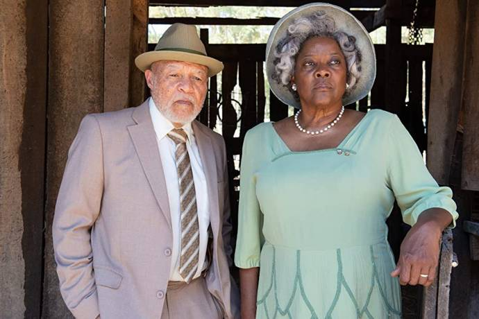 John Beasley (Earl) en Loretta Devine (Eloise)