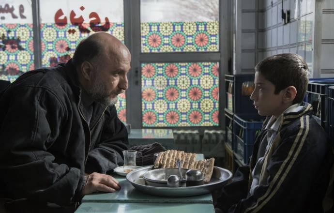 Reza Behbudi (Kazem) en Mahan Nasiri (Amir) in Son-Mother (EN subtitles)