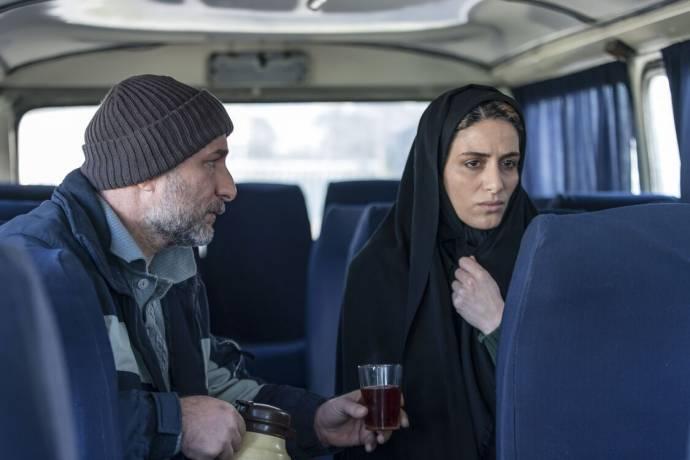 Reza Behbudi (Kazem) en Raha Khodayari (Leila) in Son-Mother (EN subtitles)