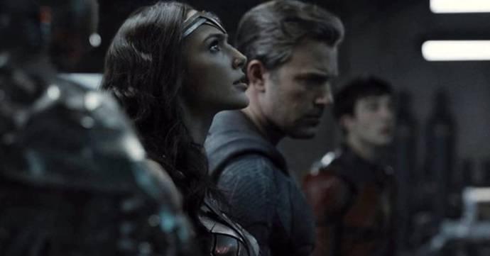 Gal Gadot (Wonder Woman / Diana Prince), Ben Affleck (Batman / Bruce Wayne) en Ezra Miller (The Flash / Barry Allen) in Zack Snyder's Justice League