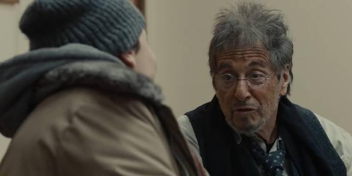 Al Pacino (Seymour Tolbin) en Evan Peters (Jay Bahadur)