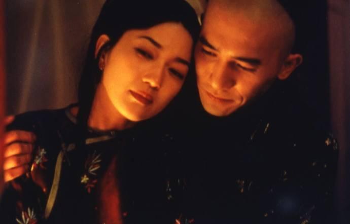 Michelle Reis (Emerald) en Tony Leung Chiu Wai (Wang)