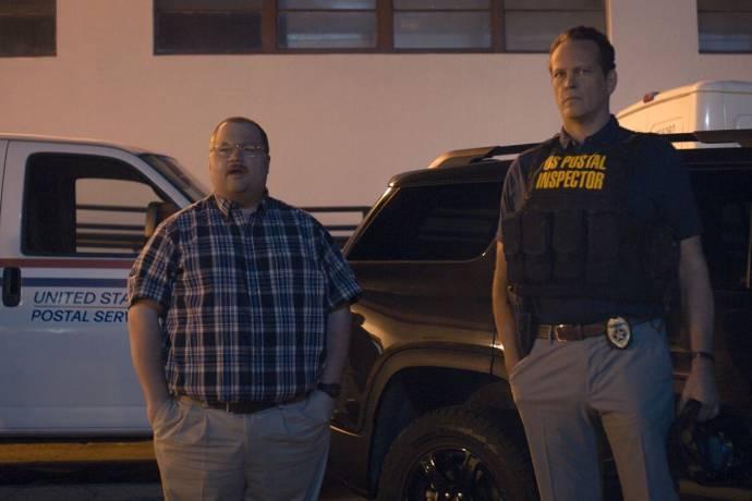 Paul Walter Hauser (Ken Miller) en Vince Vaughn (Simon Kilmurry) in Queenpins