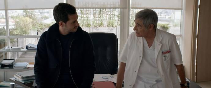Victor Belmondo (Thomas Reinhard) en Gérard Lanvin (Dr. Henri Reinhard) in Envole-moi