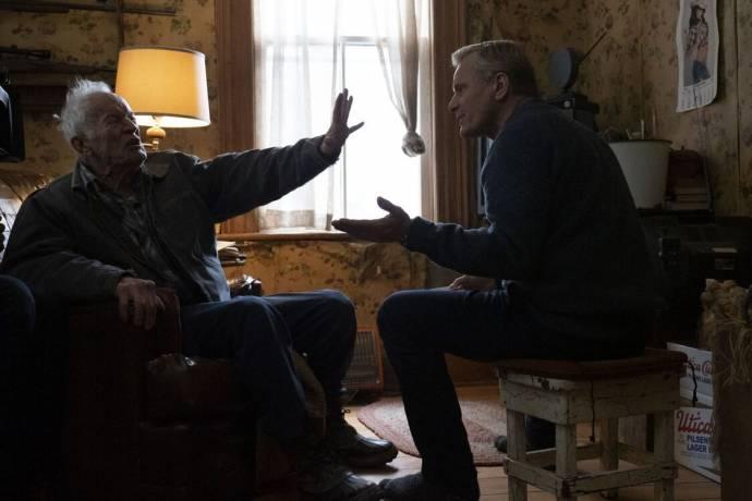 Lance Henriksen (Willis) en Viggo Mortensen (John Peterson) in Falling