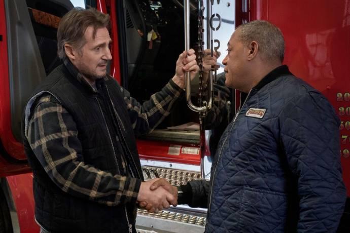 Liam Neeson (Mike McCann) en Laurence Fishburne (Jim Goldenrod) in The Ice Road