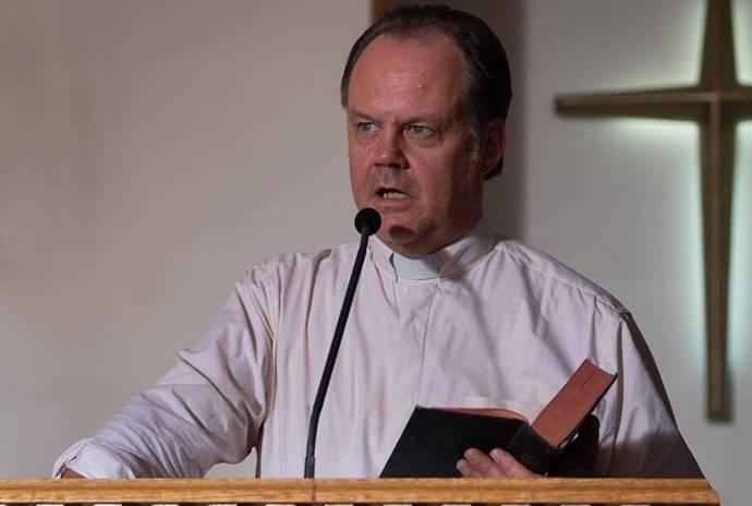 Larry Fessenden (Pastor Jakob Fedder)