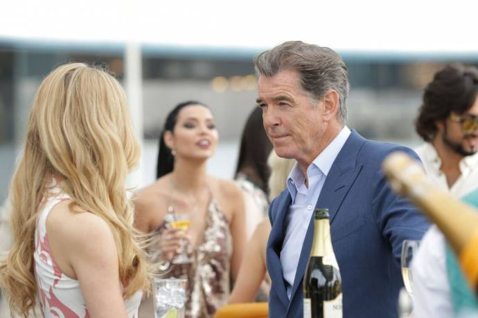 Pierce Brosnan (Pace) in The Misfits