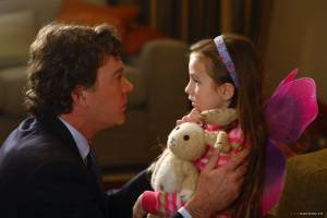 Timothy Hutton (David Wilder) en Rhiannon Leigh Wryn (Emma Wilder)