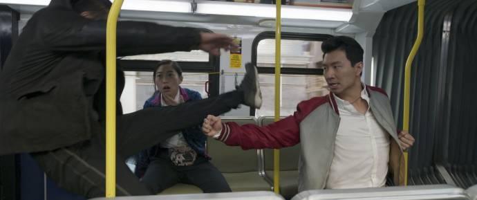 Awkwafina (Katy) en Simu Liu (Shang-Chi)
