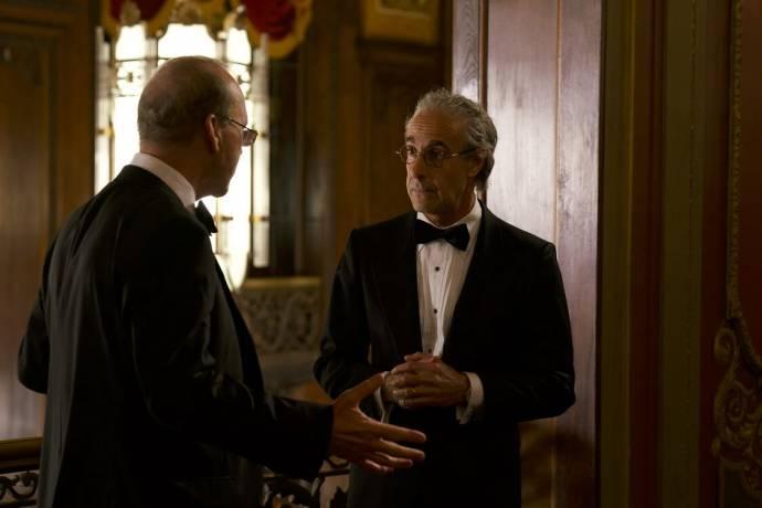 Michael Keaton (Ken Feinberg) en Stanley Tucci (Charles Wolf) in Worth