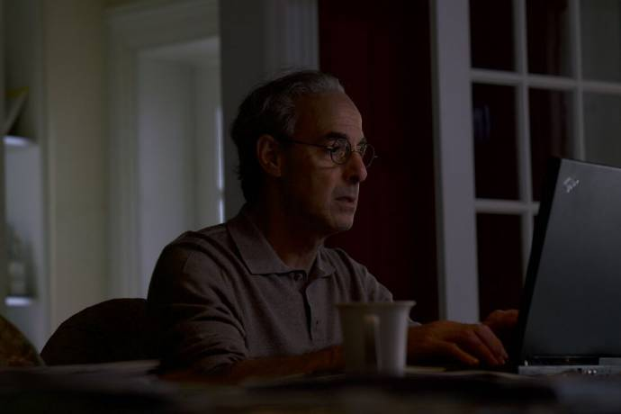 Stanley Tucci (Charles Wolf) in Worth