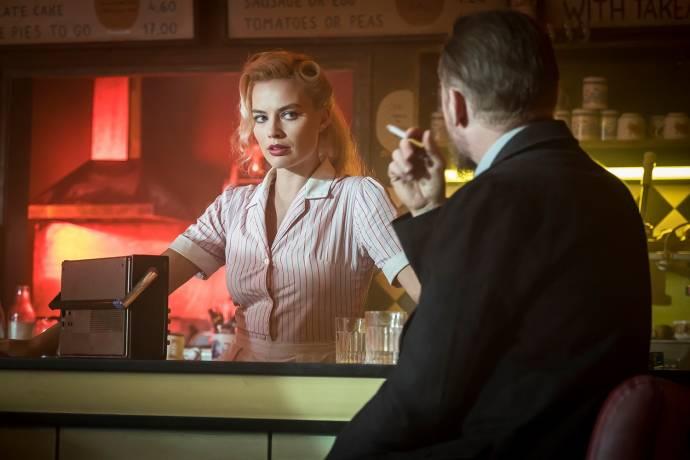 Margot Robbie (Annie / Bonnie) en Simon Pegg (Bill)