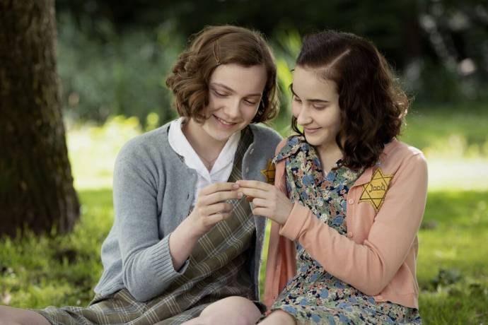 Josephine Arendsen (Hannah) en Aiko Beemsterboer (Anne) in Mijn Beste Vriendin Anne Frank