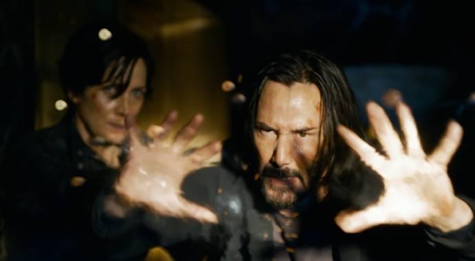 Carrie-Anne Moss (Trinity) en Keanu Reeves (Neo)