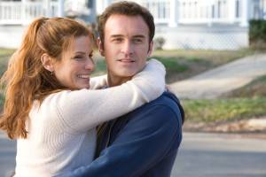 Sandra Bullock (Linda Quinn Hanson) en Julian McMahon (Jim Hanson)