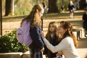 Sandra Bullock (Linda Quinn Hanson) en Courtney Taylor Burness (Bridgette Hanson)