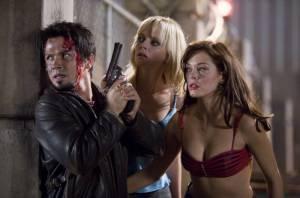 Rose McGowan (Cherry), Freddy Rodríguez (Wray) en Marley Shelton (Dr. Dakota Block)