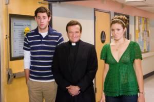 John Krasinski (Ben Murphy), Mandy Moore (II) (Sadie Jones) en Robin Williams (Reverend Frank)