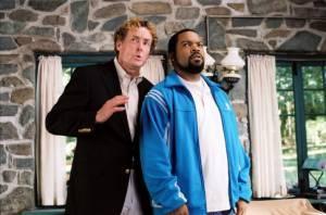 John C. McGinley (Chuck Mitchell Jr.) en Ice Cube (Nick Persons)