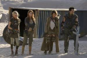 Oded Fehr (Carlos Olivera), Milla Jovovich (Alice) en Ali Larter (Claire Redfield)
