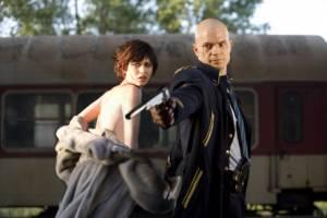 Olga Kurylenko (Nika Boronina) en Timothy Olyphant (Agent 47)