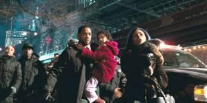 Alice Braga (Anna), Will Smith (Robert Neville) en Charlie Tahan (Ethan)
