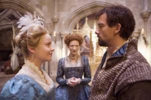 Cate Blanchett (Queen Elizabeth I), Abbie Cornish (Elizabeth Throckmorton) en Clive Owen (Sir Walter Raleigh)
