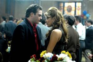 Eva Mendes (Amada Juarez) en Joaquin Phoenix (Bobby Green)