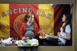 Ellen Page (Juno MacGuff) en Olivia Thirlby (Leah)