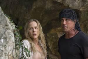 Julie Benz (Sarah) en Sylvester Stallone (John Rambo)