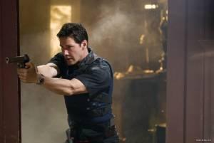 Keanu Reeves (Detective Tom Ludlow)
